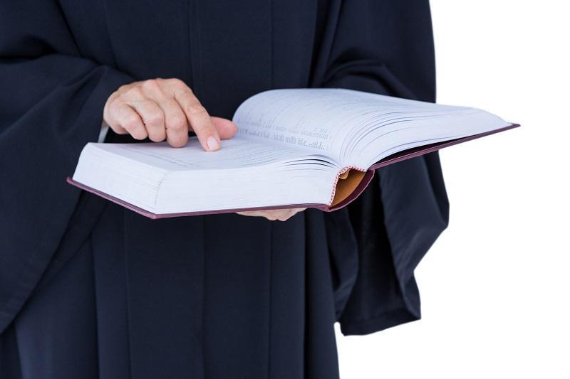 обращение в суд с иском против юристов